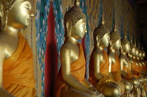 Buddahstatuen im Wat Arun