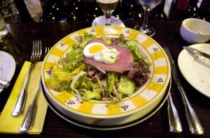 Salatteller mit Rinderfilet
