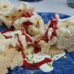 Spettkaka mit Crème Fraiche und Himbeersoße