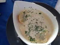 Knoblauchcremesuppe mit frischem Baguette